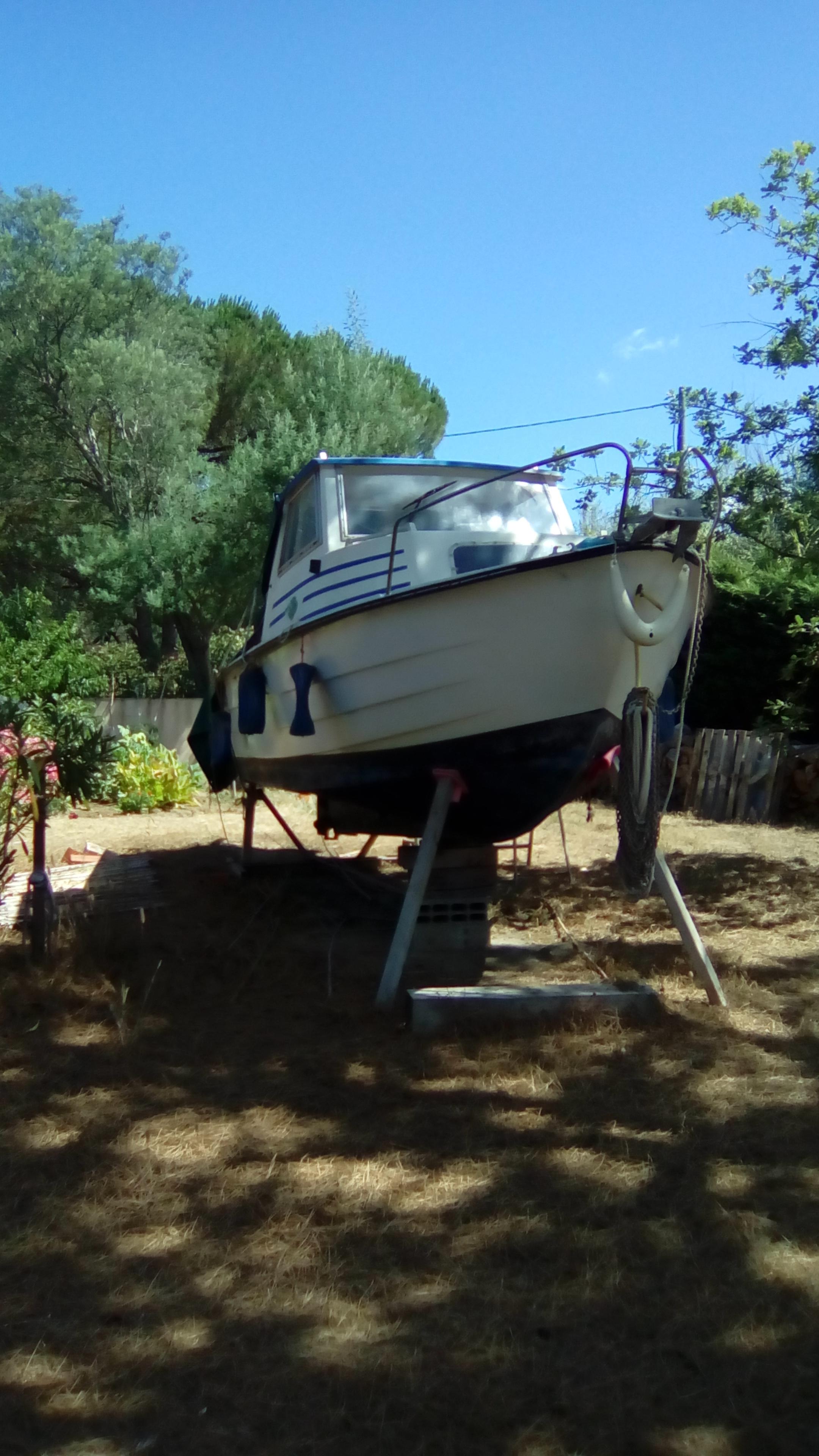 bateau à moteur pêche