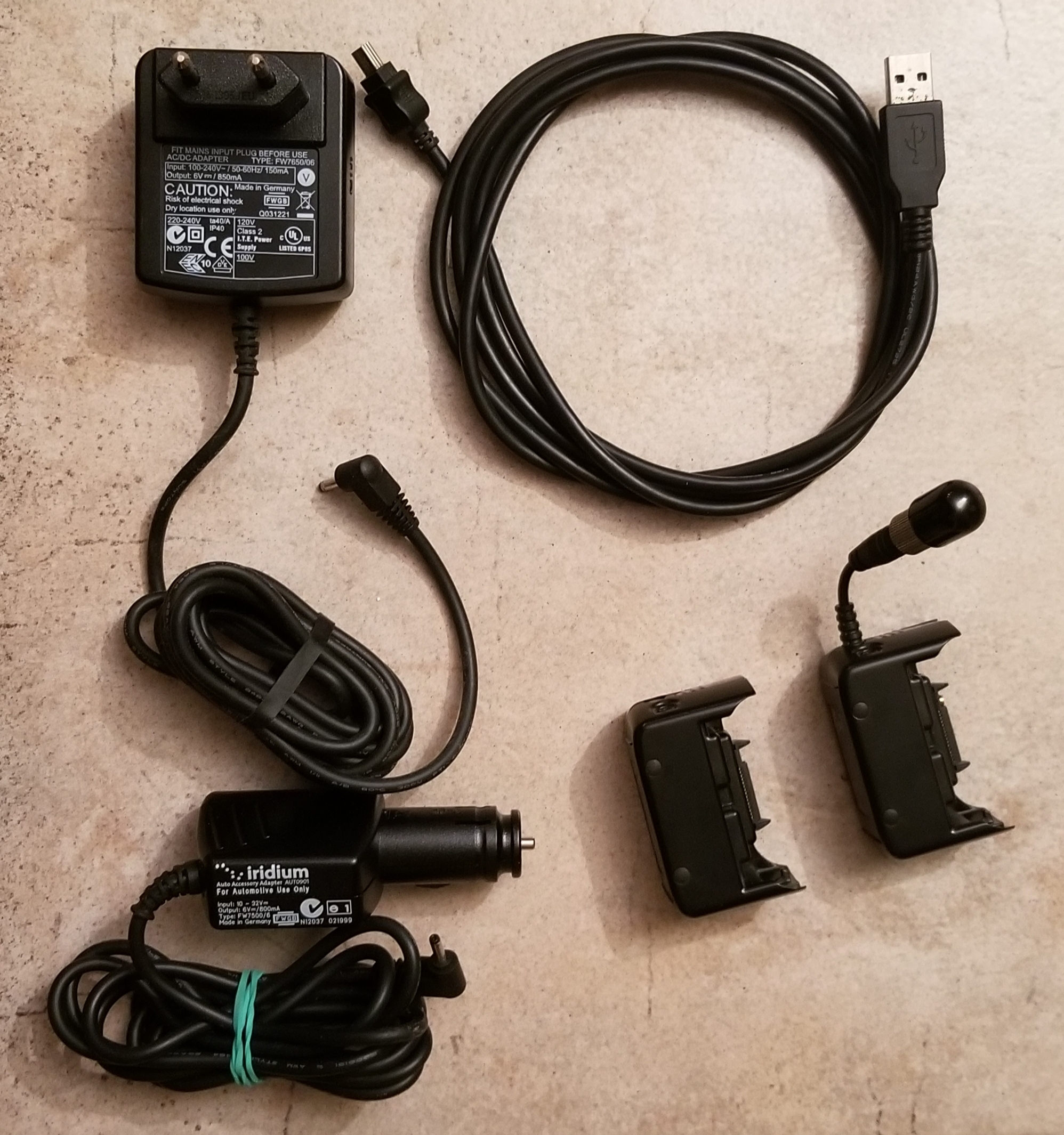 Téléphone par satellites Iridium 9575 + antenne extérieure